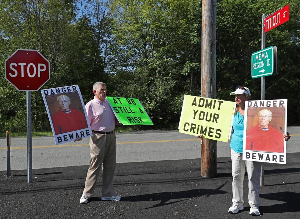 Protesters Robert Hoatson and Ruth Moore at the Massachusetts Old Colony Correctional Facility.